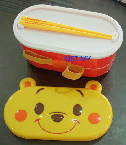 Pooh Double Decker Bento Box set(with flaw)